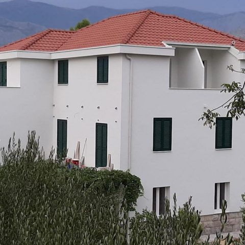 Stambeno poslovna građevina Plosnić